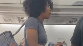 Woman refuses to wear mask on plane