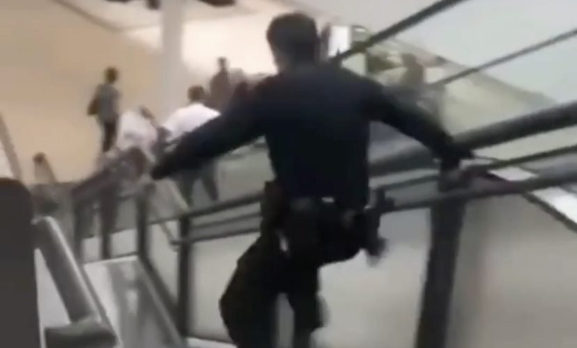 Cop fails at chasing thief in mall