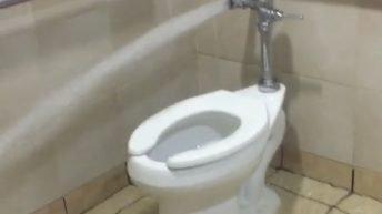 Toilet spraying water