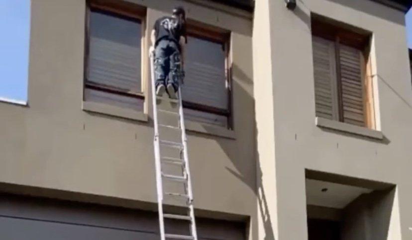 Climbing ladder fail