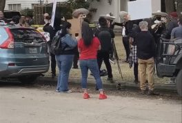 Mariachi band plays in front of Ted Cruze house