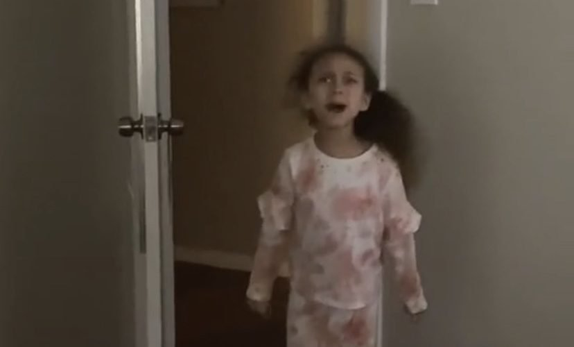 Daughter screams at mom to clean room
