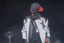 Singer Aaron Hall gets laughed off stage while performing his hit song I miss you live.